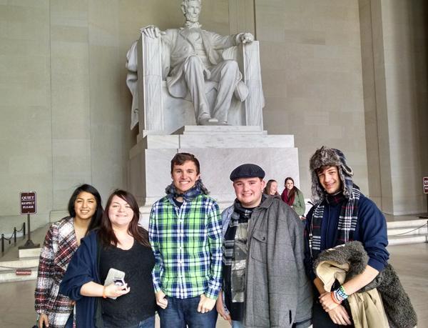 Joanna Perez, Olevia Hughes, Drew McFall, Greydon Williams and Camden Metheny at the Lincoln Memorial