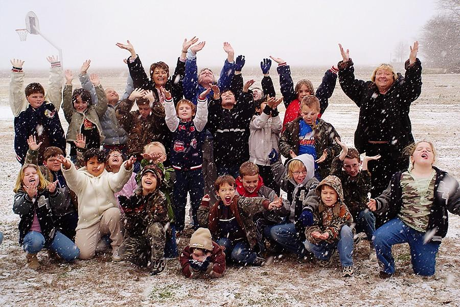 West+Elementary+second+graders+enjoy+the+snow.+The+date+stamp+on+this+image+is+Jan.+31%2C+2007.+
