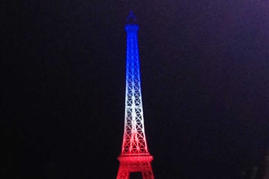 The+Eiffel+Tower+replica+in+Disney%27s+Epcot+was+illuminated+in+the+colors+of+the+French+flag+Saturday+night.+All+over+the+world%2C+countries+are+showing+their+support+of+France%27s+terror+attack+victims+by+lighting+their+monuments+in+a+similar+fashion.