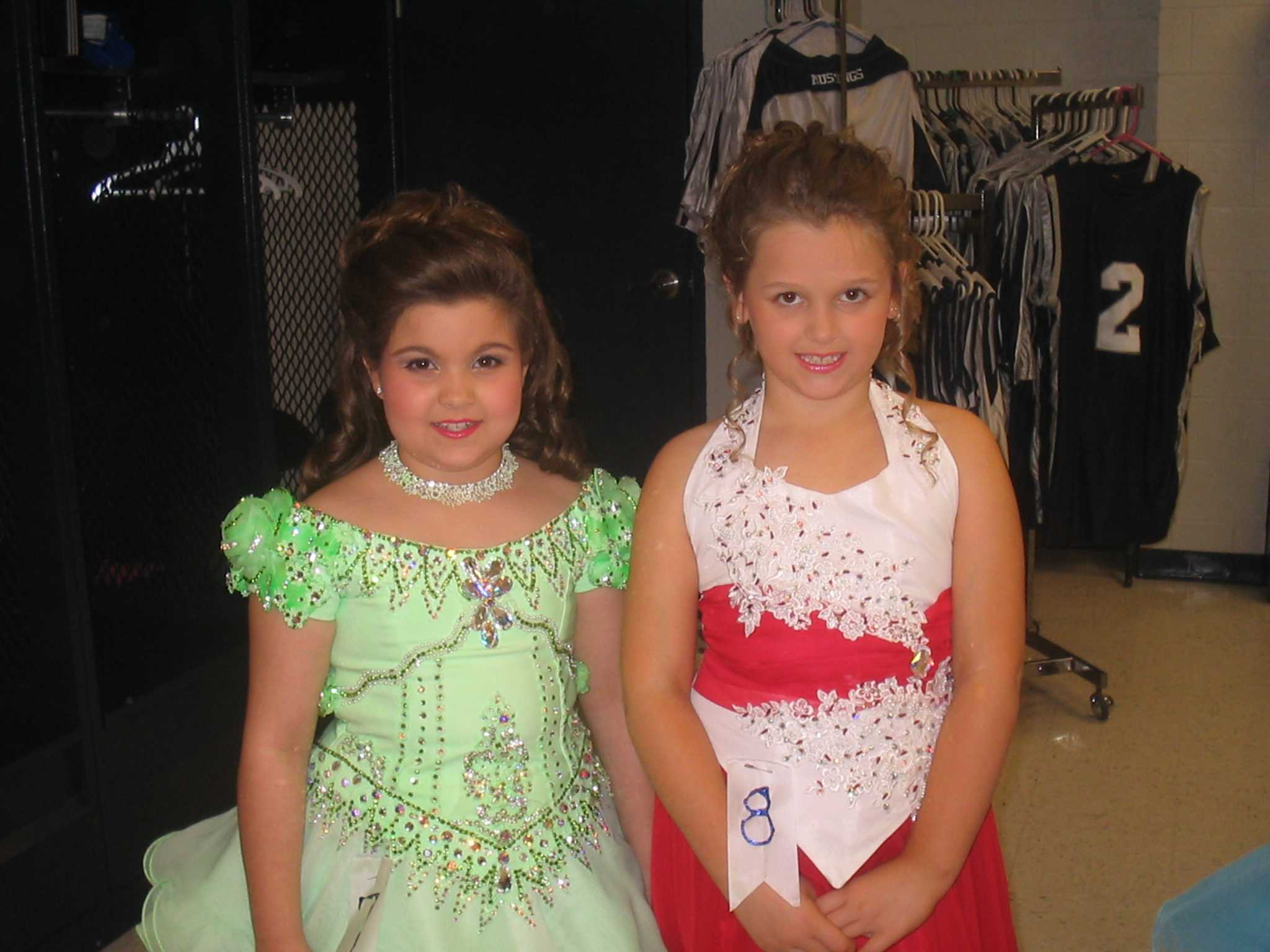 Hannah Harrell and Ashley Field were young pageant contestants in 2006.